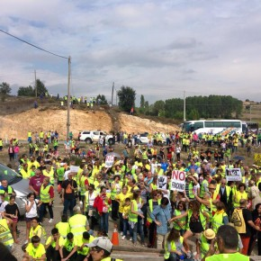 Miles de personas tiñen de amarillo la marcha antifracking Villarcayo-Medina