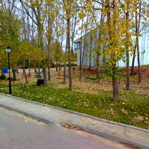C's denuncia que se destruyan un parque infantil y una arboleda para colocar una báscula en Tubilla del Lago