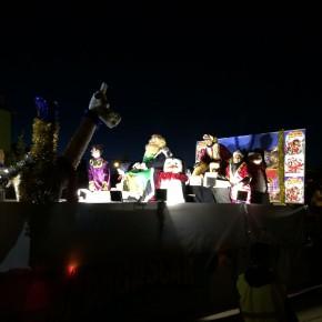 Los Reyes Magos reparten más de 140 juguetes en la Cabalgata de Valle de Valdelucio
