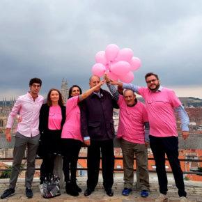 Ciudadanos conmemora el Día Mundial Contra el Cáncer de Mama con una suelta de globos en El Castillo