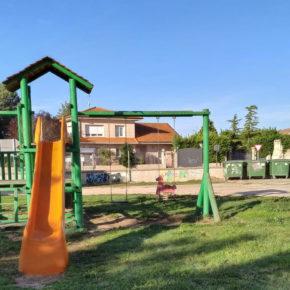 Ciudadanos exige al alcalde de Sasamón que retire los contenedores de basura del parque infantil
