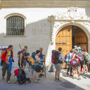 Pérez Pardo reclama apoyo a la Asociación de Amigos del Camino de Santiago tras el cierre del albergue municipal de peregrinos